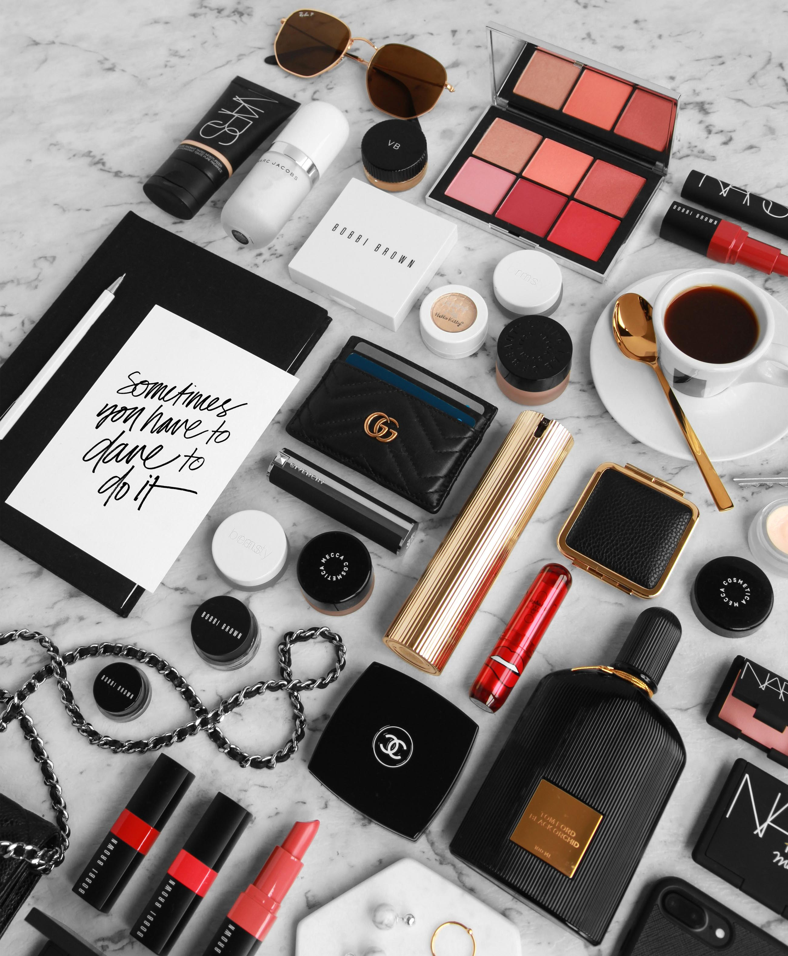 How to construct a flatlay - design by aikonik 1