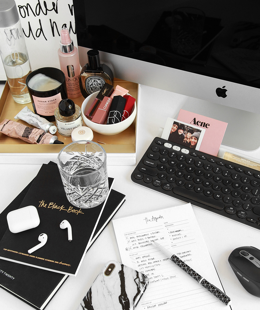 WORKING FROM HOME - Design By Aikonik